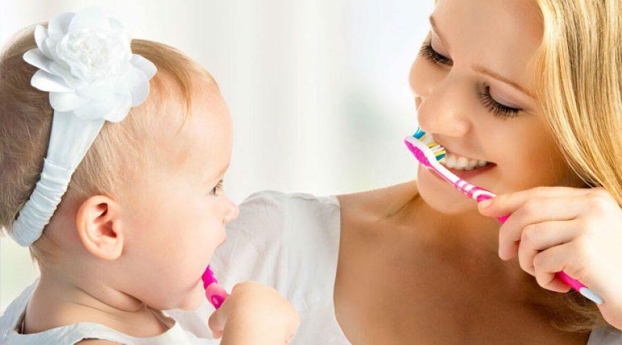 Как правильно научить ребёнка чистить зубы?